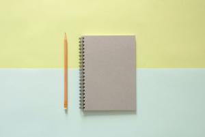 一支筆和一本筆記本
