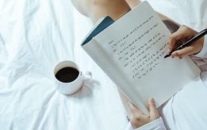 一杯咖啡和一本筆記本