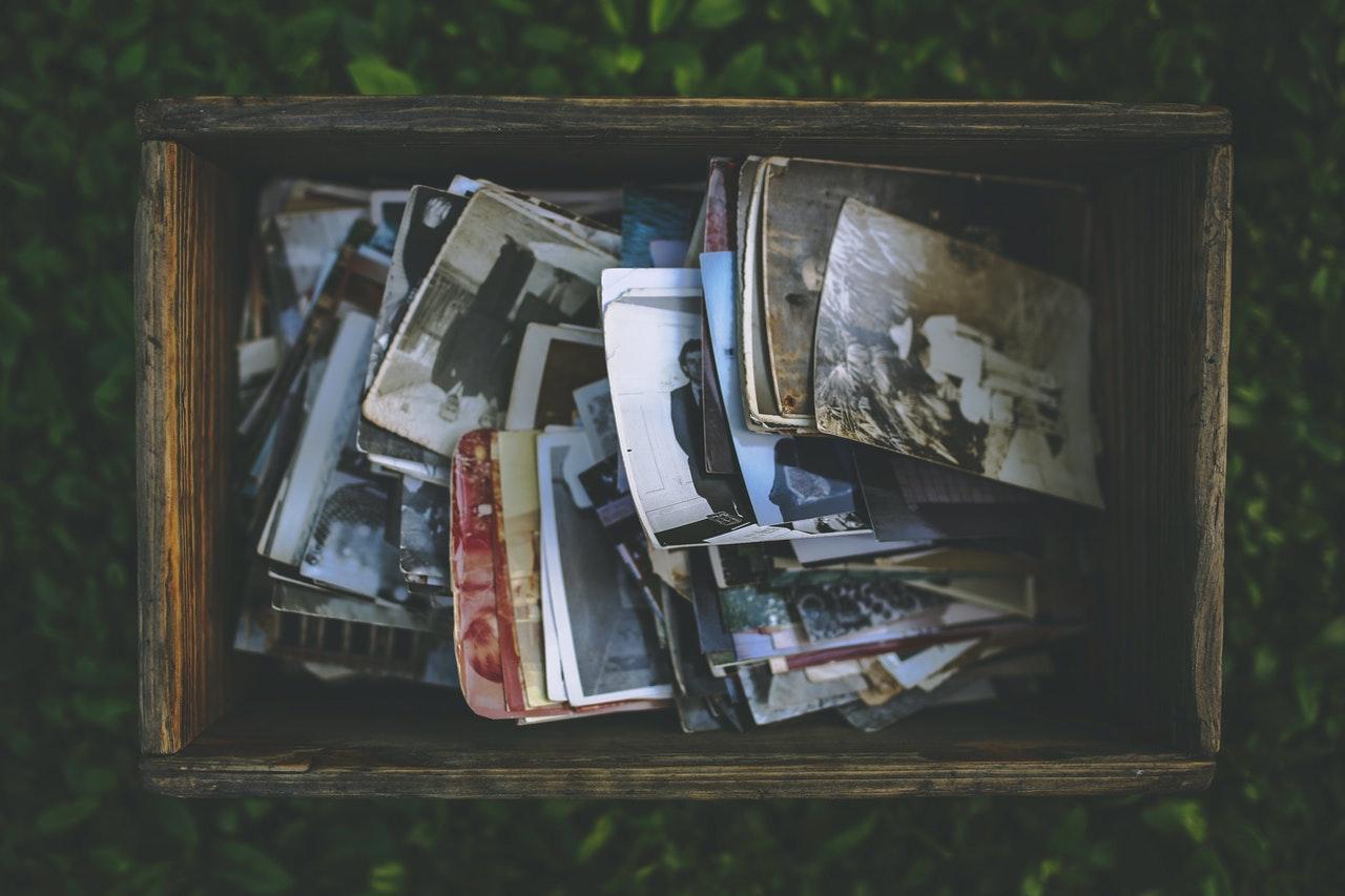 一疊老舊的雜誌